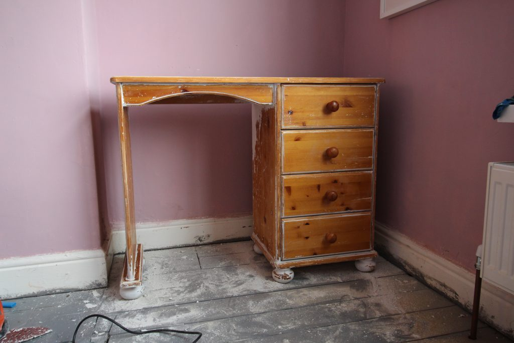 Dressing table before upcycling