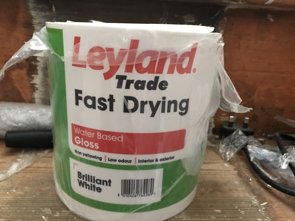 Leyland Fast Drying Gloss in Brilliant White