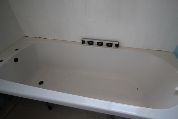 Levelling the bath