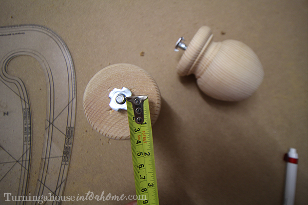 Measure to the centre of the foot